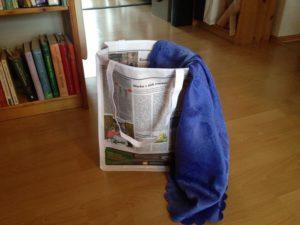 Einkaufstasche aus Zeitung